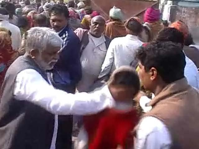 Video : Akhilesh minister caught slapping a person on camera