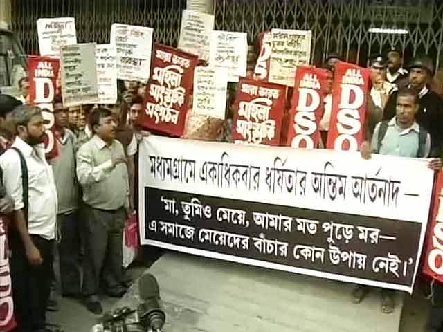 Video : Kolkata: Rape victim's father says she was set on fire by attackers