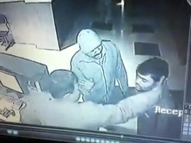 Video : Caught on CCTV: cops assault doctor at Solapur hospital
