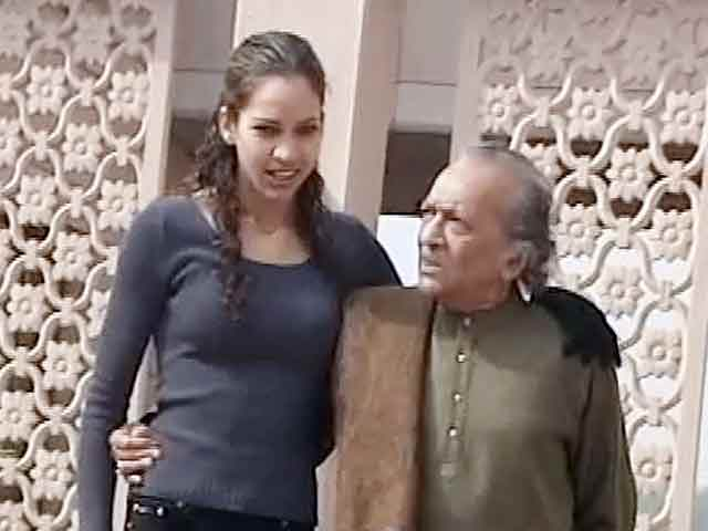 Video : Limelight: Ravi Shankar's grand-daughter Kaveri stages dance debut (Aired: January 2003)