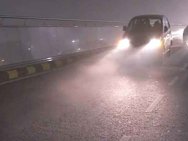 Video : Delhi experiences season's worst fog in four years, several flights and trains affected