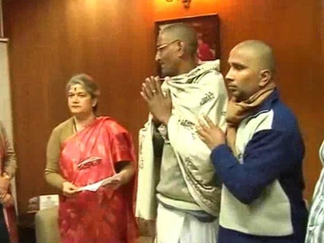Video : West Bengal gang-rape: victim's family meets President, demands CBI probe