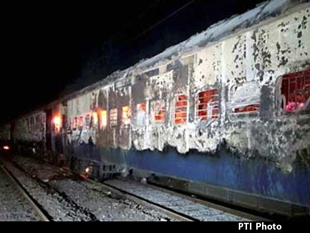 Video : Nine burnt to death in sleep as Bandra-Dehradun Express catches fire in Maharashtra
