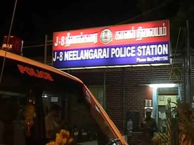 Video : Chennai: probe finds police excess behind shooting of teenager, cop suspended