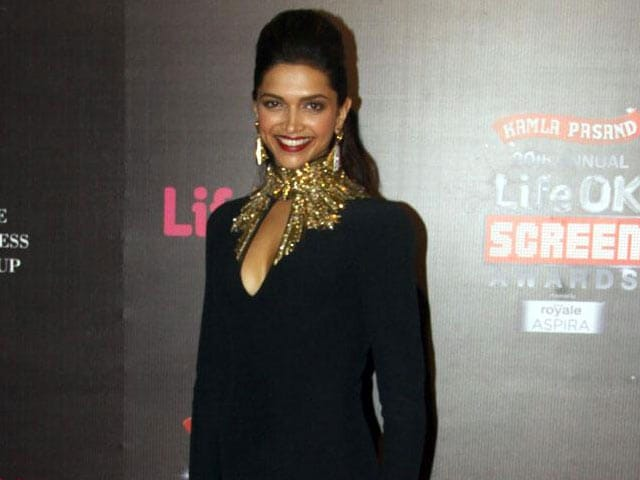 Video : Deepika dazzles on the Screen red carpet