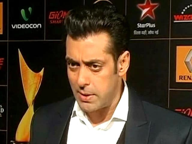 Video : Salman Khan, the perfect host