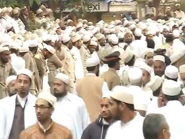 Video : 18 killed in a stampede near Malabar Hill in Mumbai