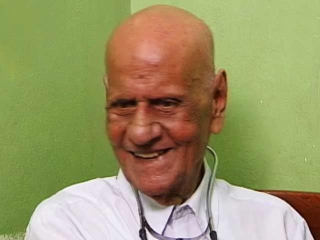 Video : Meet the world's oldest doctor (Aired: April 2001)