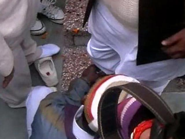 Video : Samajwadi Party minister makes guard tie his shoe laces