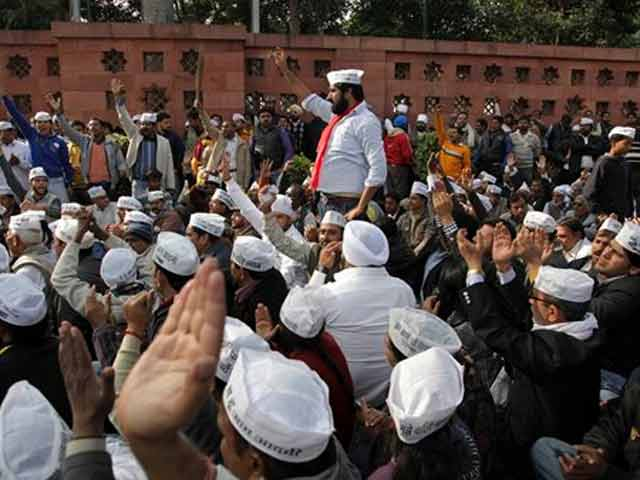 Video : Arvind Kejriwal's protest causes rush hour chaos in heart of Delhi
