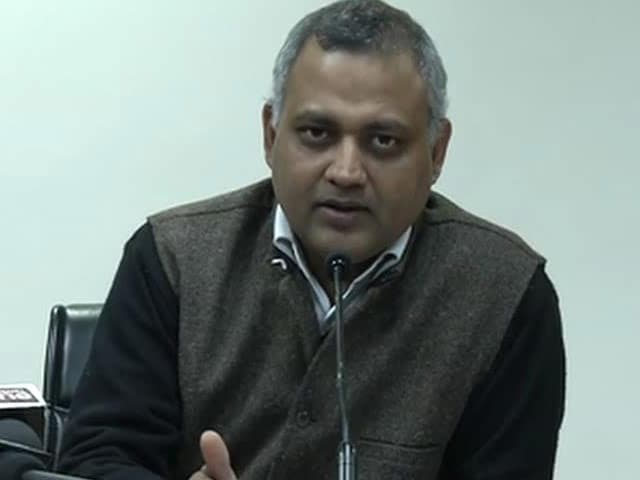 Video : I was only following the law, says suspended cop who clashed with Law Minister Somnath Bharti