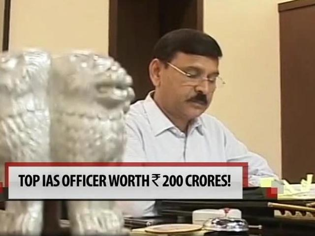 Video : Maharashtra's 200 crore IAS officer whose salary is Rs. 82,000 a month