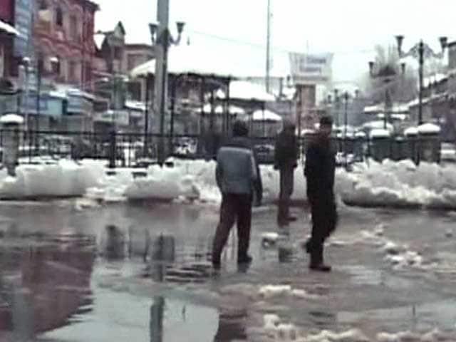 Video : कश्मीर में बर्फबारी से मैदानी इलाकों में ठंड बढ़ी