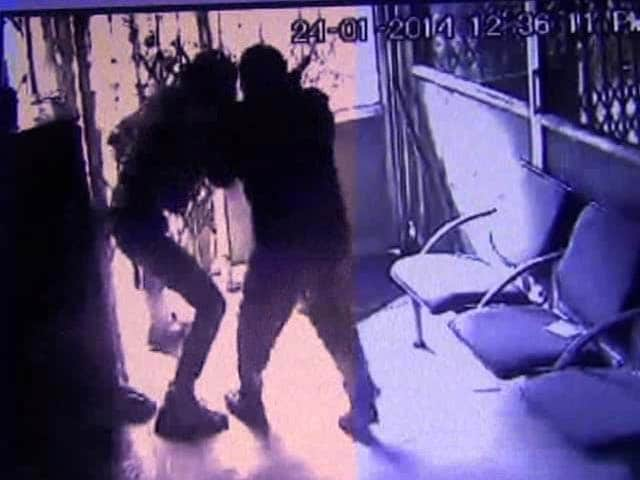 Video : Caught on camera: Guards fight off armed robbers at  bank in Rohtak