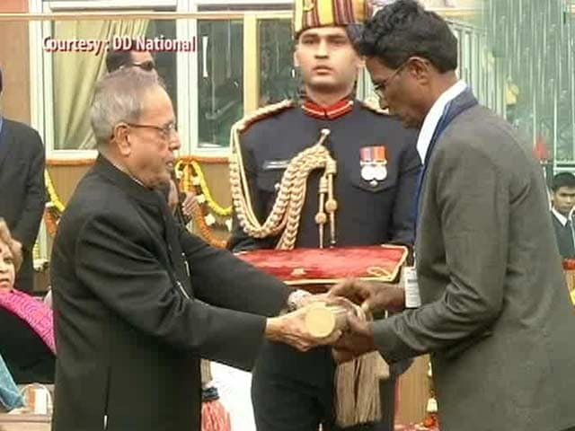 Video : President honours India's bravehearts on Republic Day