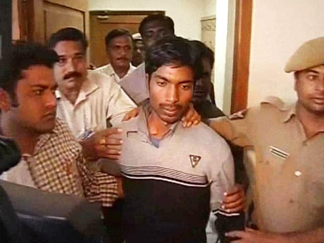 Video : Hyderabad: Man robs gold worth Rs 6 crore, confesses to a news channel