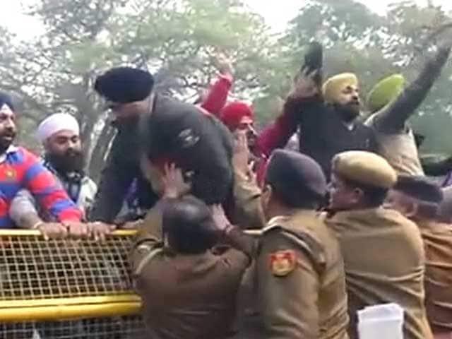Video : '84 के दंगों पर राहुल के बयान के खिलाफ प्रदर्शन