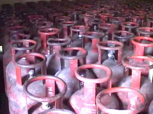 Video : Rahul effect: Cabinet raises quota of subsidised gas cylinders to 12 from 9