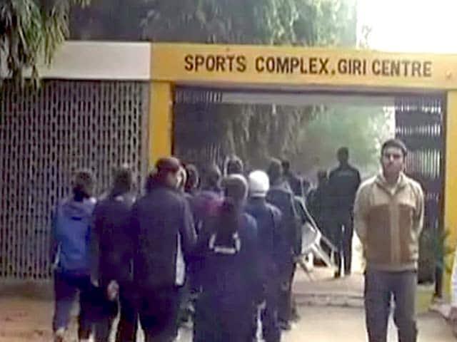 Videos : हिसार : कोच पर महिला खिलाड़ियों से बदसलूकी का आरोप