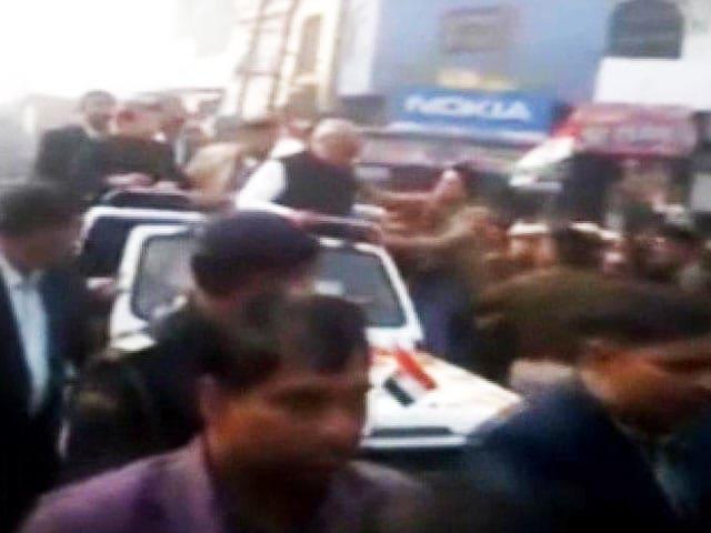 Video : Haryana Chief Minister Bhupinder Hooda slapped at road show