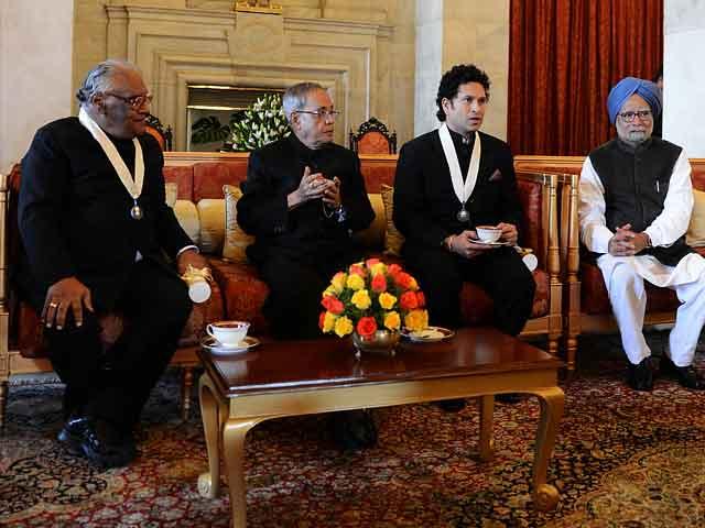 Video : Sachin Tendulkar, CNR Rao receive Bharat Ratna