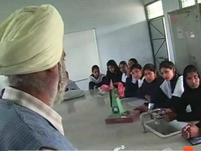 Videos : पंजाब : लड़कियों के स्कूलों से पुरुष शिक्षकों का तबादला