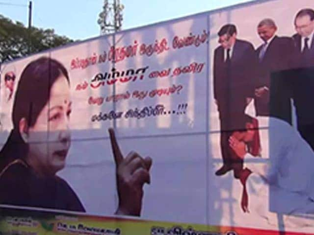 Video : Banners on Jayalalithaa for PM show kneeling Sri Lankan president