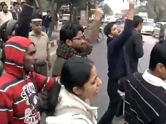 Videos : दिल्ली में मणिपुर की नाबालिग लड़की से रेप