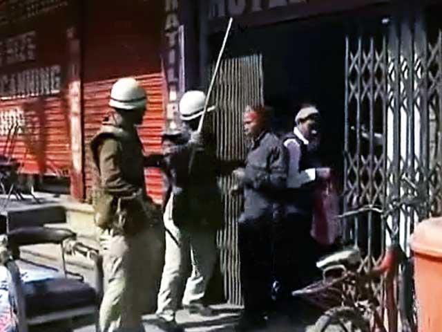 Videos : पटना में संविदा कर्मचारियों पर पुलिस का लाठीचार्ज