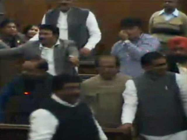 Video : Pepper-spray in Parliament, bangles and lipstick in Delhi assembly