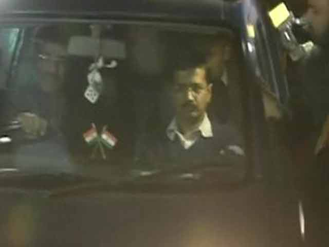 Video : Back to Aam Aadmi. Arvind Kejriwal quits as Chief Minister