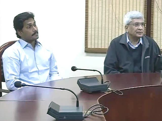 Video : Prakash Karat refutes government's claim on Telangana Bill
