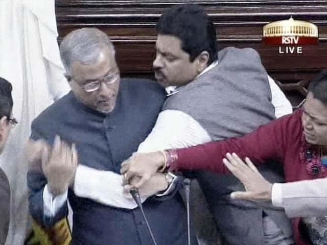 Video : In row over Telangana bill, 'shut up' exchanges in Parliament