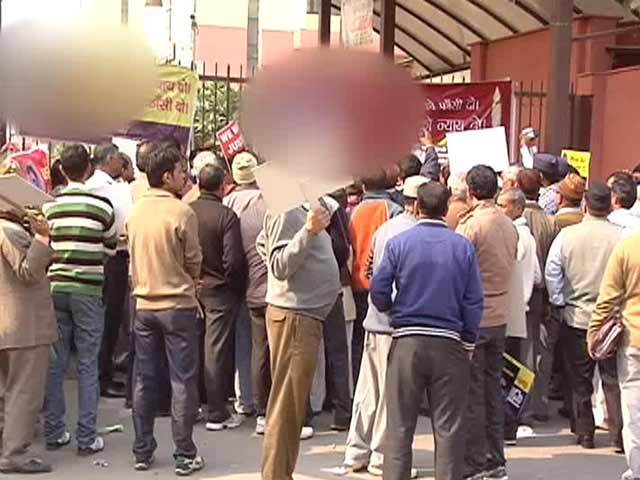 Video : Death for three men who gang-raped teen, poured acid on her and gouged out her eyes