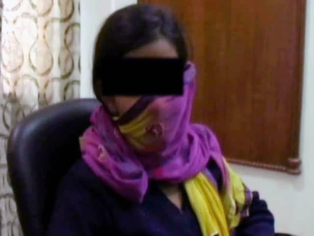 Videos : सोनीपत : युवती ने पिता और तीन अन्य पर लगाया रेप का आरोप