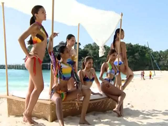 Video : Six leggy ladies come together for Kingfisher Calendar 2014 cover shot
