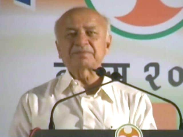 Video : Home Minister Sushil Shinde accuses section of electronic media of 'nasty campaign'