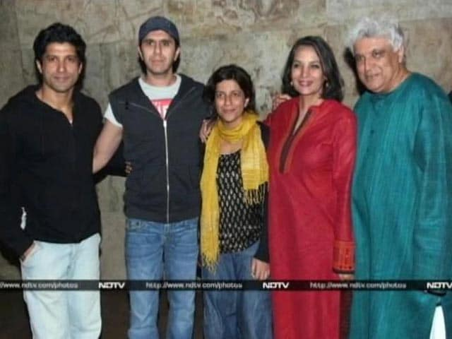 Video : Spotted: The Akhtars at the screening of <i>Shaadi Ke Side Effects</i>