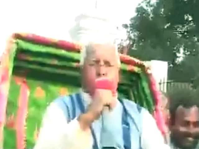 Videos : रिक्शे पर बैठकर राज्यपाल से मिलने गए लालू
