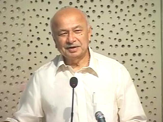 Video : Meant social media, not journalism: Sushil Kumar Shinde after shocker on 'crushing media'