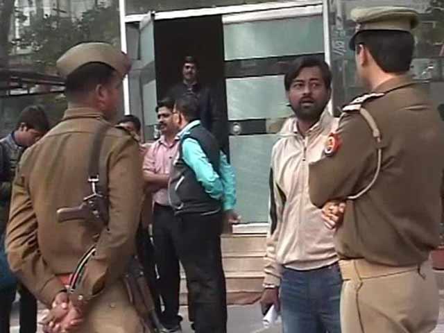 Videos : इंडिया न्यूजरूम : पुलिस को घर में नहीं मिले सुब्रत रॉय