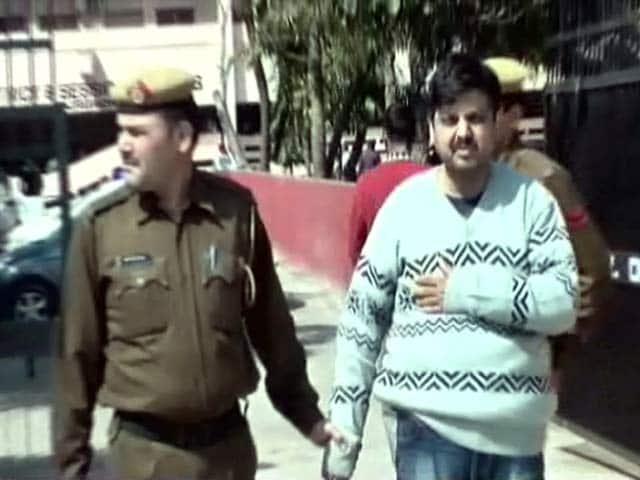 Videos : पत्नी की चाकू से गोदकर हत्या