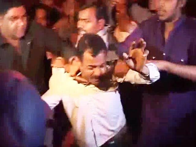 Video : After Delhi, Arvind Kejriwal's detention triggers violence in Lucknow