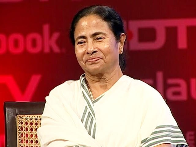 Video : Respect Anna, won't comment on Kejriwal, says Mamata Banerjee