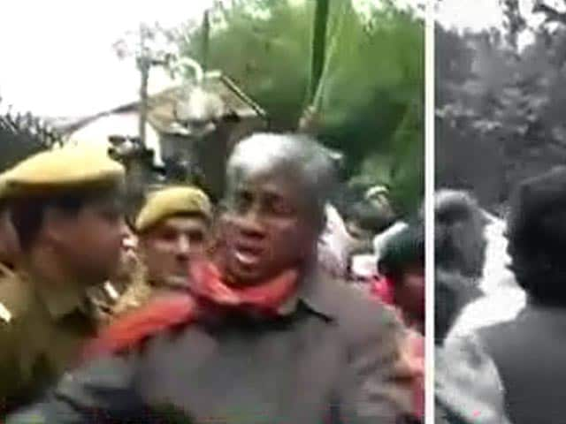 Video : FIR filed after AAP and BJP supporters clash in New Delhi