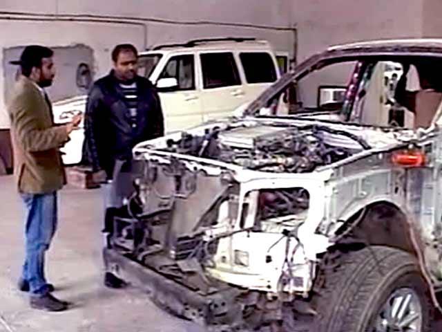 Videos : साधारण कार को ऐसे बनाया जाता है बुलेटप्रूफ कार
