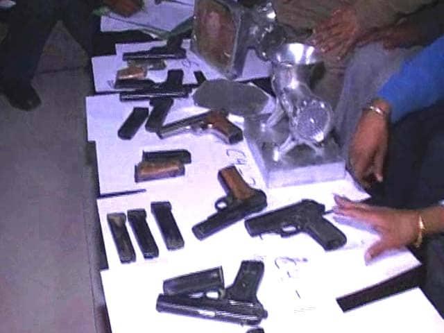 Video : Muzaffarnagar residents returning from Pak arrested with pistols