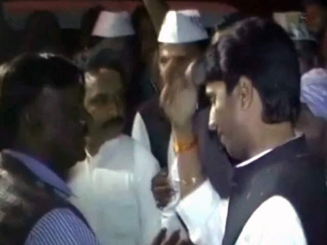 Videos : सुल्तानपुर में एसडीएम से भिड़े कुमार विश्वास