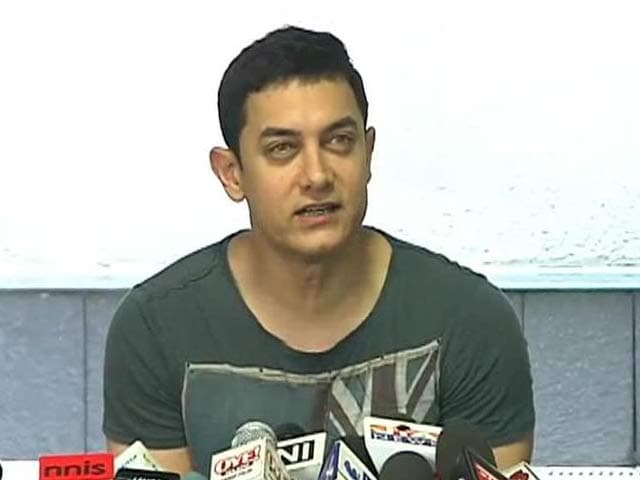 Video : Aamir gets candid over cake