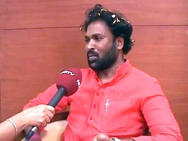 Video : BS Sriramulu admitted in BJP despite my stiff opposition, tweets Sushma Swaraj